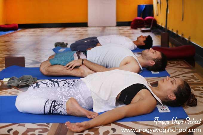 yoga-class-practice-in-rishikesh