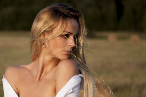 beautiful_dress_eyes_fashion_girl_hair_model_nature_601694 (3)